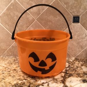 Other - 🎁 Halloween candy bucket free w/kid $10+costume